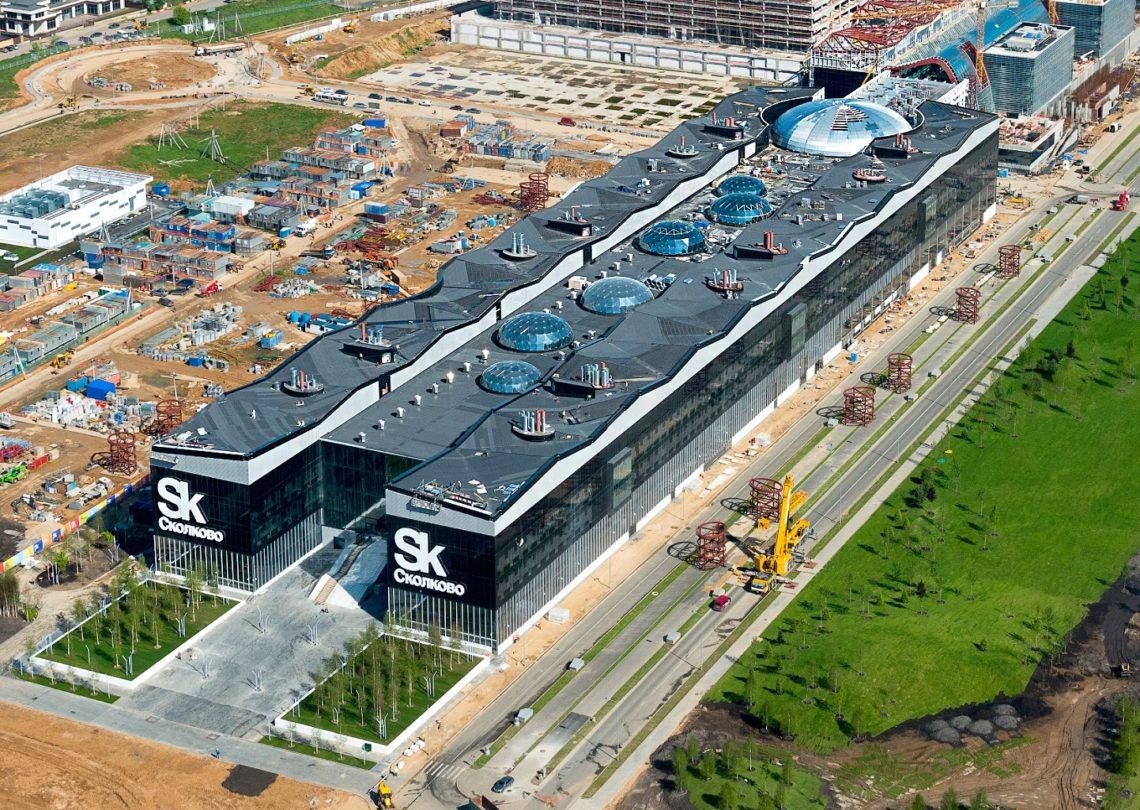 "Grand Prix lamekatuste kategoorias: Skolkovo tehnopark, Venemaa. Ehitaja LLC ""Zelenaya Krovlya"". Materjaliks TechnoNicol bituumenrullmaterjalid Uniflex Vent EPV, Technoelast EKP."