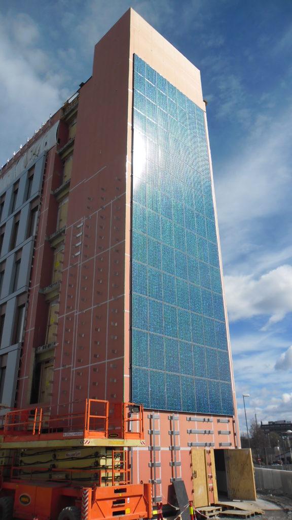 Kui päikesepaneel meenutab fassaadiplaati, saab sellega katta suuri seinapindu.