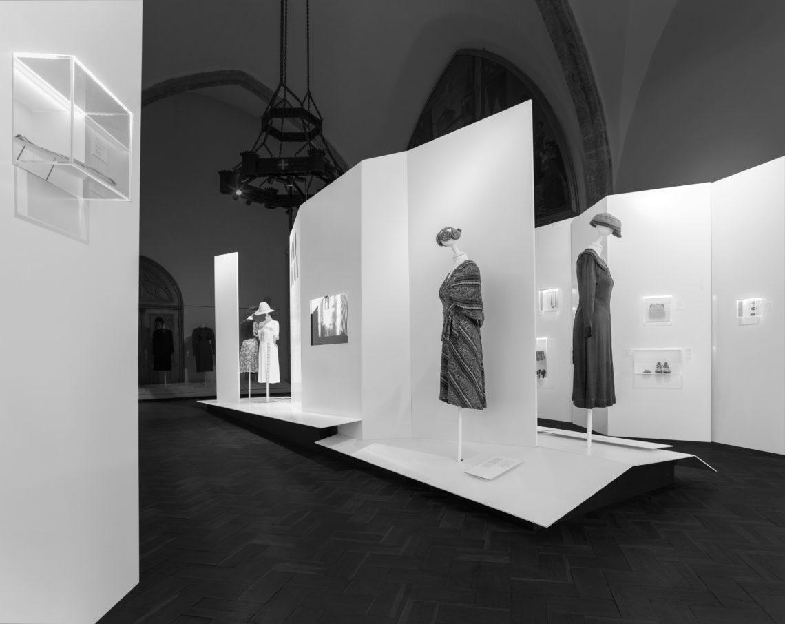 Eesti Sisearhitektide Liidu aastapreemiad 2019. Näitus MOEJOON pidulik rõivamood 1920-1940. Foto: Jüri Seljamaa