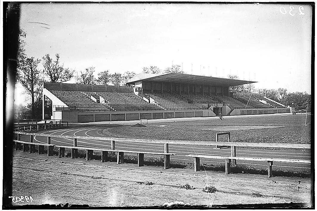 Kadrioru staadioni tribüün Tallinnas, arhitekt Elmar Lohk, konstruktor August Komendant, 1936–1938. Foto: Eesti Ajaloomuuseum.