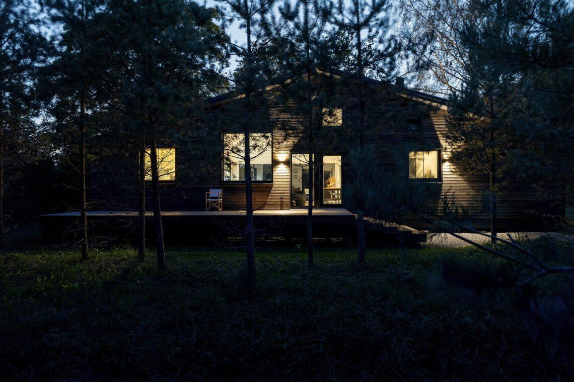 Aasta Puitehitis 2020 kandidaat. Arhitekt Ott Kadarik, Saaremaal asuv suvekodu Kalaonn. Foto: Kadarik ja Tüür Arhitektid OÜ