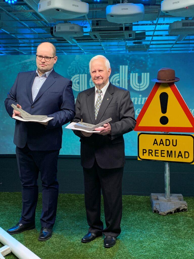 Aadu Lassi auhinna laureaadid 2020: vasakul Anti Palmi ja paremal Raimo Unt. Anti on Maanteeameti Ida teehoiu osakonna juhataja ja Raimo on pensionil. Foto: Asfaldiliit