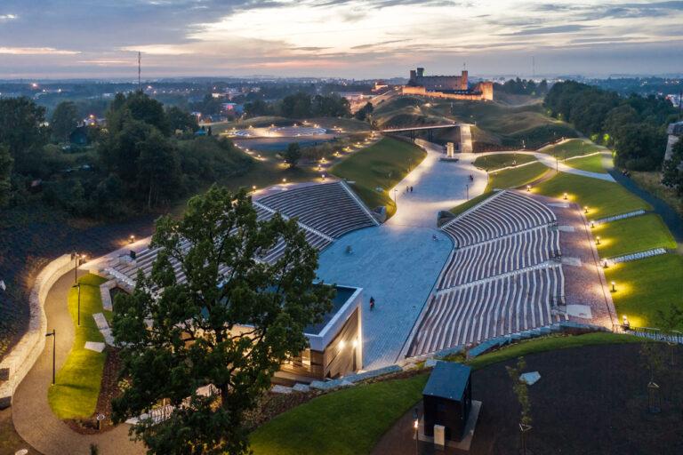 Aasta betoonehitis 2020 nominendid. Rakvere Vallimäe Vabaõhukeskus, Vallimäe tee 3, Rakvere. Foto: Kaupo Kalda
