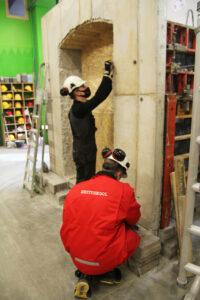 Tallinna Ehituskooli õpilased maakeldri kallal tööhoos. Foto: Tallinna Ehituskool