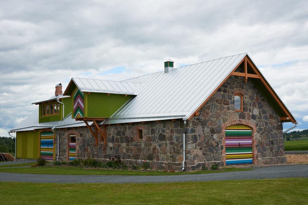 Renoveeritud maakivihoone Laekveres. Foto: Rasmus Põld
