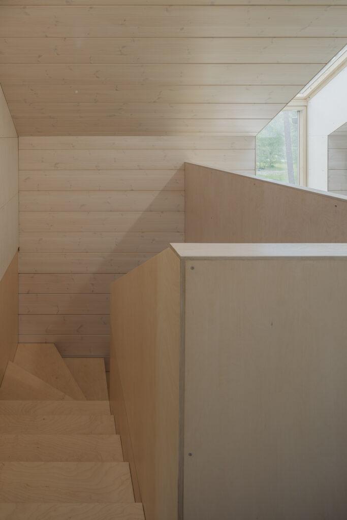 Siseruumides domineerib tellija nägemus, kogu sisustus on naturaalne, palju on eelistatud vineeri. Foto: Maris Tomba