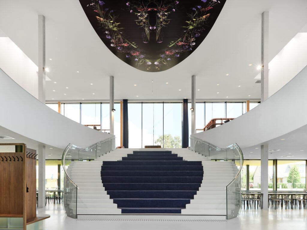 Hoone süda on avarust rõhutav aatrium. Foto: Tõnu Tunnel